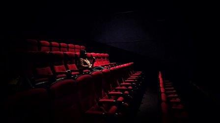 защо да ходим на театър